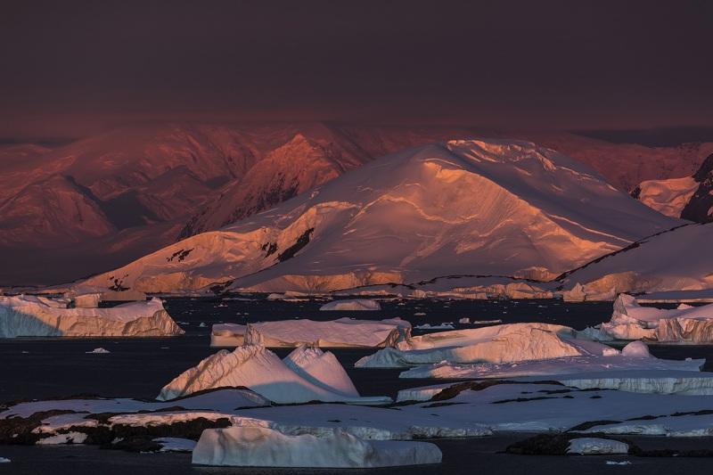 _M4_1046-view-Antarktyda-Memorial-Maria-Luisa